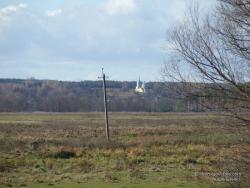 Вид на церковь в Козляничах с трассы Чернигов - Новгород-Северский
