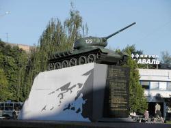 Танк-памятник освободителям Чернигова от фашистов на пл.Победы